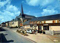 église et station essence en 1970